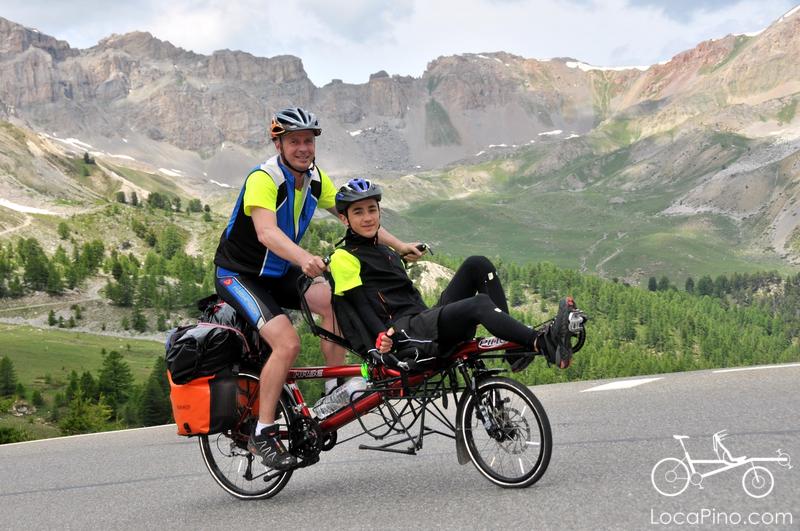Le tandem Pino dans l'ascension des grands cols des Alpes par la Route des Grandes Alpes